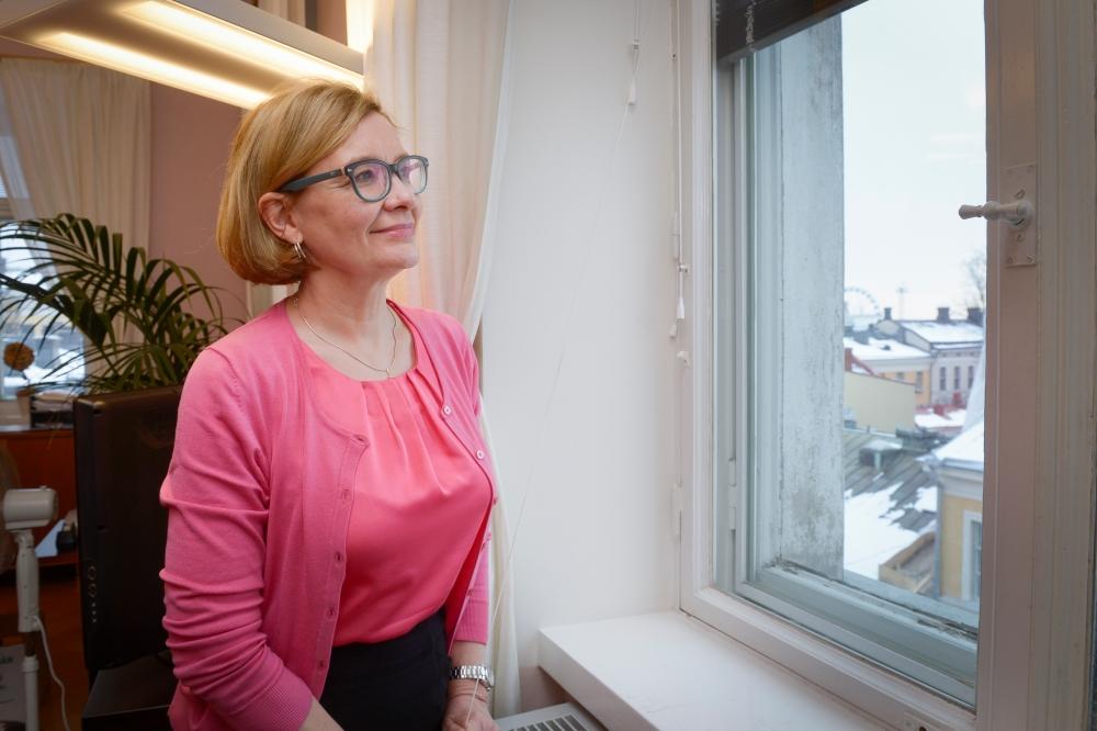 Riksdagens andra vice talman Paula Risikko(Saml) var kommunminister i den förra regeringen. Nu befarar hon att hela vårdreformen inte hinner bli klar om Centern prioriterar en massiv reform av regionförvaltningen.  Foto: Kimmo Brandt