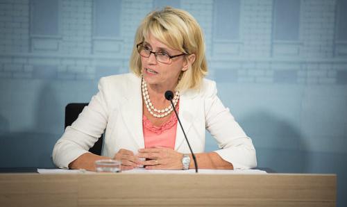 Inrikesminister Päivi Räsänen (KD) undertecknade samarbetsavtalet för Finland. Foto: Statsrådets kansli / Laura Kotila