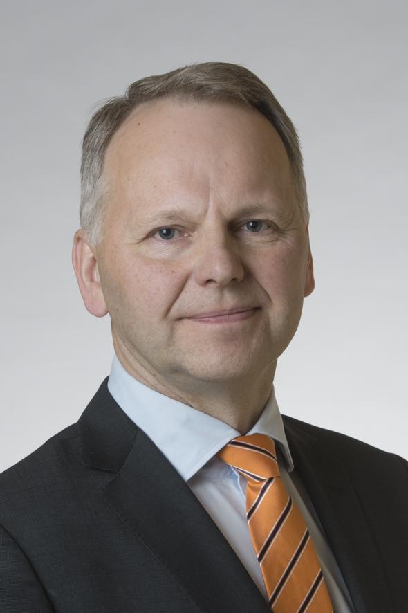 Jord- och skogsbruksminister Jari Leppä (C) tog emot den färska rapporten.