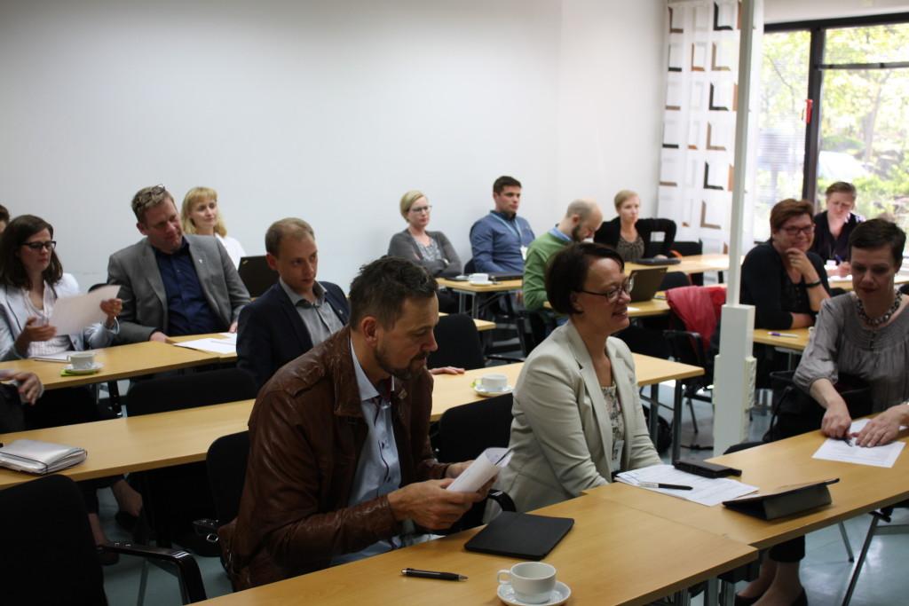 Ulf Stenman, har tillsammans med Kommunförbundets svenska enhets förra direktör Kristina Wikberg.