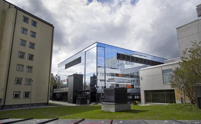 Isbergets topp. Mitt på Vasa centralsjukhus område glänser det nya Y-sjukhuset som inhyser bland annat akutmottagningen. Huset blev färdigt 2014 och kostade inklusive utrustning 40 miljoner euro. Foto: Mathias Luther