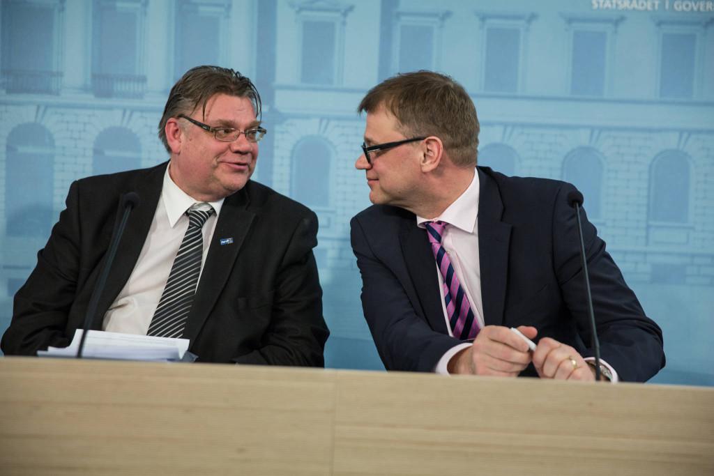 Utrikesminister Timo Soini (Sannf.) säger nej. Statsminister Juha Sipilä (C) sade ja. Bild: Statsrådet/ Laura Kotila
