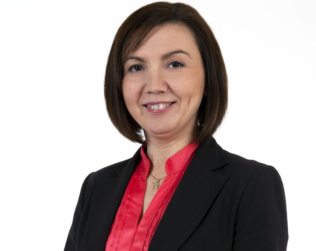 Integrationen måste utgå från individens behov, säger Emina Arnautovic, SFP:s  kontaktchef och sekreterare för invandringspolitiska utskottet.