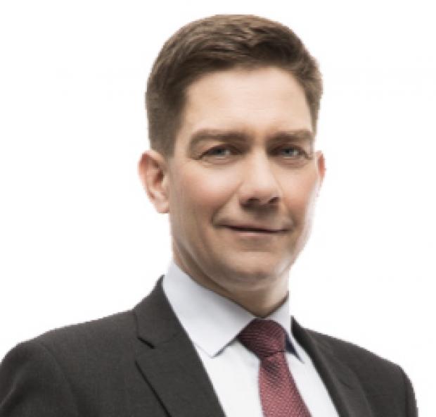 Riksdagsledamot  och ordförande för Folktinget Thomas Blomqvist (SFP).