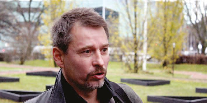 Mika Helander har undersökt hur väl invandrare integrerats på svenska i Finland.
