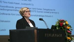 MInister Anu Vehviläinen uppmanar till nytänkande. (Foto: Statsrådet)