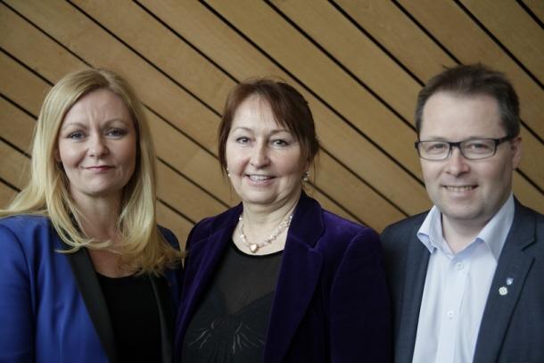 Mette Gundersen, Gunn Marit Helgesen och Bjørn Arild Gram fortsätter leda KS i Norge i fyra år till.