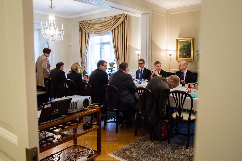 Regeringens tisdag gick åt till dubbla förhandlingar. Foto: statsrådet.