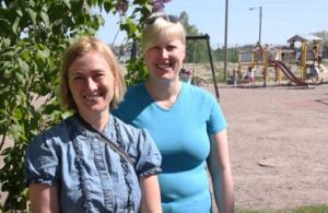 Nea Törnwall och Annika Rajala jobbar gärna utomhus med sina elever.