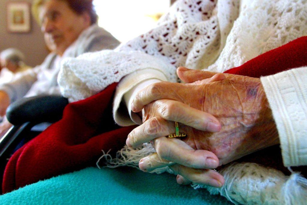 Ombudsmannen ska främja tillgodoseendet av de äldres rättigheter