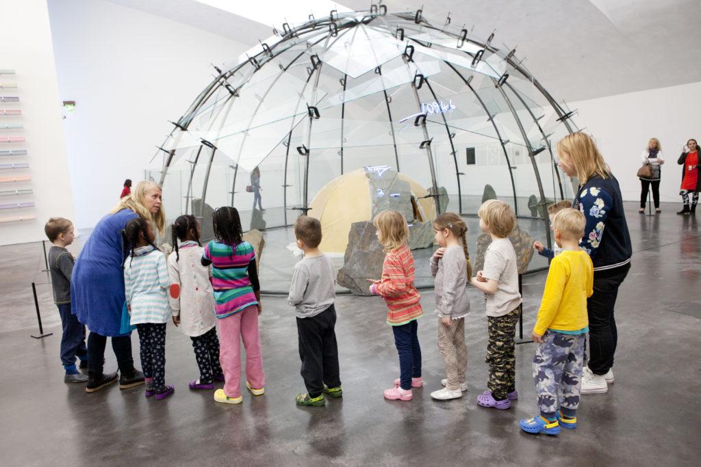 Fem projekt får stöd för att etablera konst- och kulturservice som en del av social- och hälsovården. Bild: Fotoarkiv.