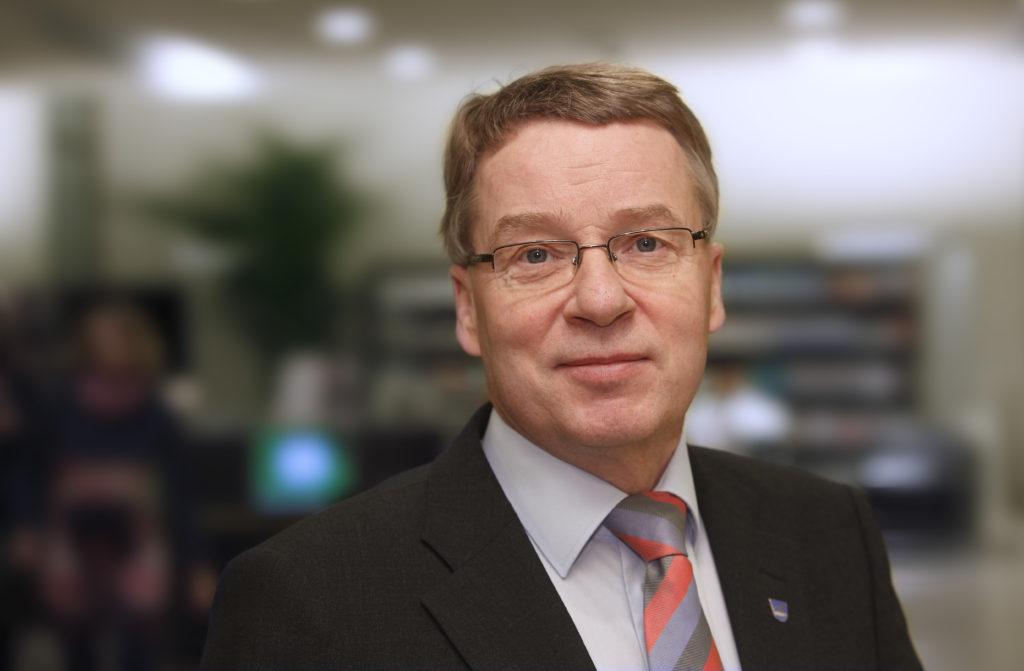 Nenonen fungerade som Uleåborgs stadsdirektör åren1999-2006 och som Vandas stadsdirektör 2012-2018