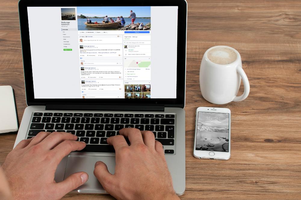 I praktiken finns alla kommuner - 99 procent - på Facebook