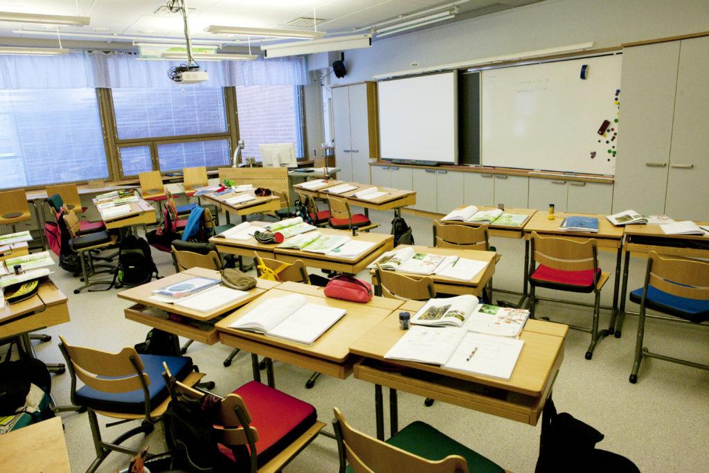 Indragning av en skola leder till en selektiv flyttningsrörelse.