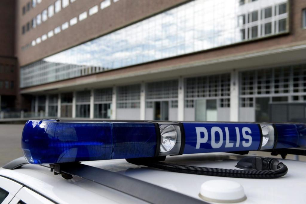 Tillsynsveterinärer kan be polisen om tjänstehjälp. Polisstyrelsen har signalerat att den hjälpen kommer med en faktura framöver.
