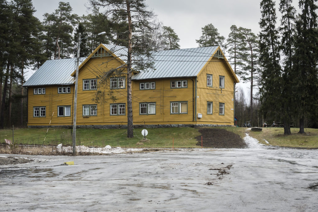 Oravais flyktingförläggning . En av de äldsta byggnaderna. Foto: Johannes Tervo.