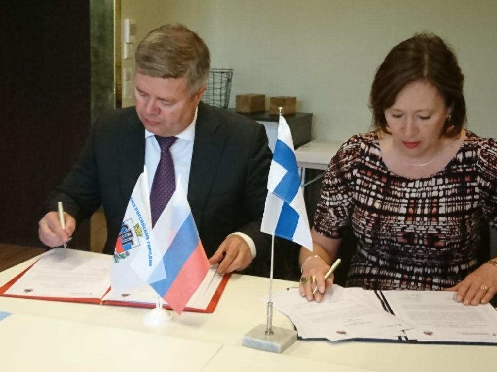 Stanislav Mosharov från Ryska stadsförbundet och Sirpa Paatero från Finlands kommunförbund säger att ett samarbete gagnar båda parter.