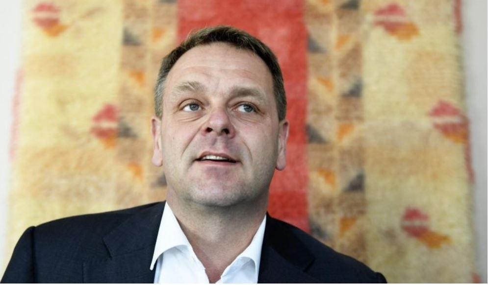 Jan Vapaavuori ger sig själv goda betyg för krisarbetet, men sämre betyg åt regeringen.
