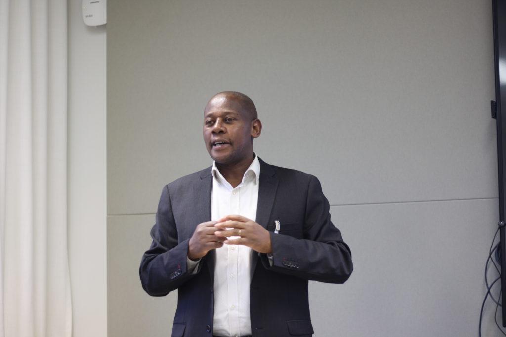 Evariste Habiyakare är lektor i företagsekonomi i yrkeshögskolan Haaga-Helia i Borgå.