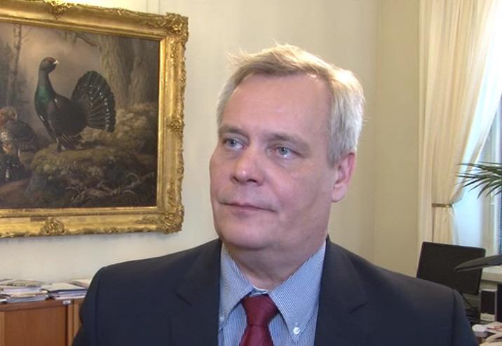 Antti Rinne (SDP) leder grundlagsutskottet.