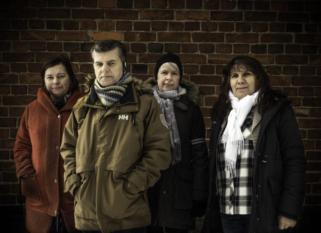 Karin Ljung är invandrarkoordinator i Raseborg. Shakho Sadiq, Anna Barlow och Edibe Mustafa är medlemmar i invandrarrådet. Foto: Karl Vilhjálmsson.