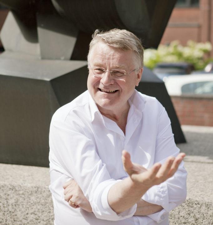 Markku Markkula (Saml) är styrelseordförande i Esbo.