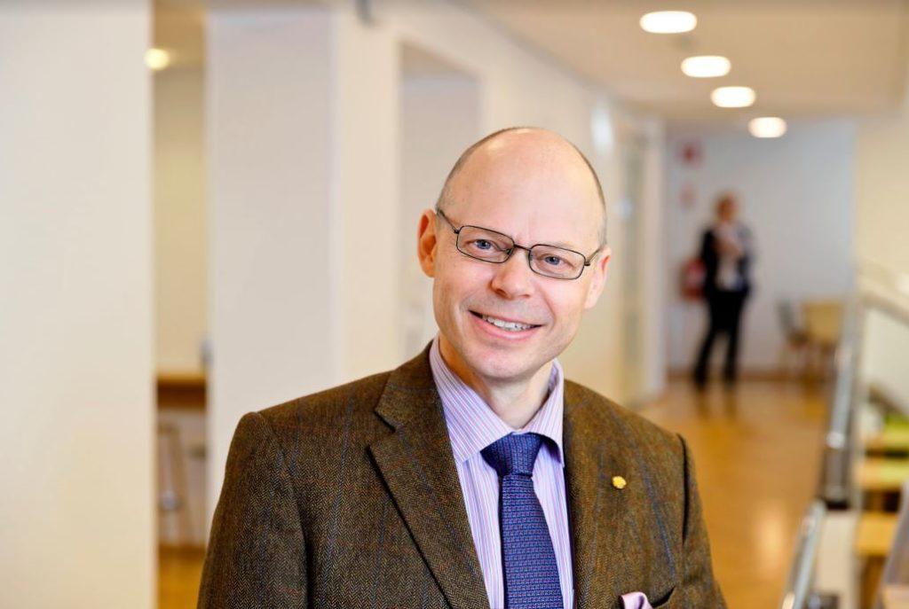 För den språkliga servicen kan valfriheten vara en bra sak, tror Folkhälsans nya vd Georg Henrik Wrede. Foto: Mikko Käkelä/Folkhälsan.