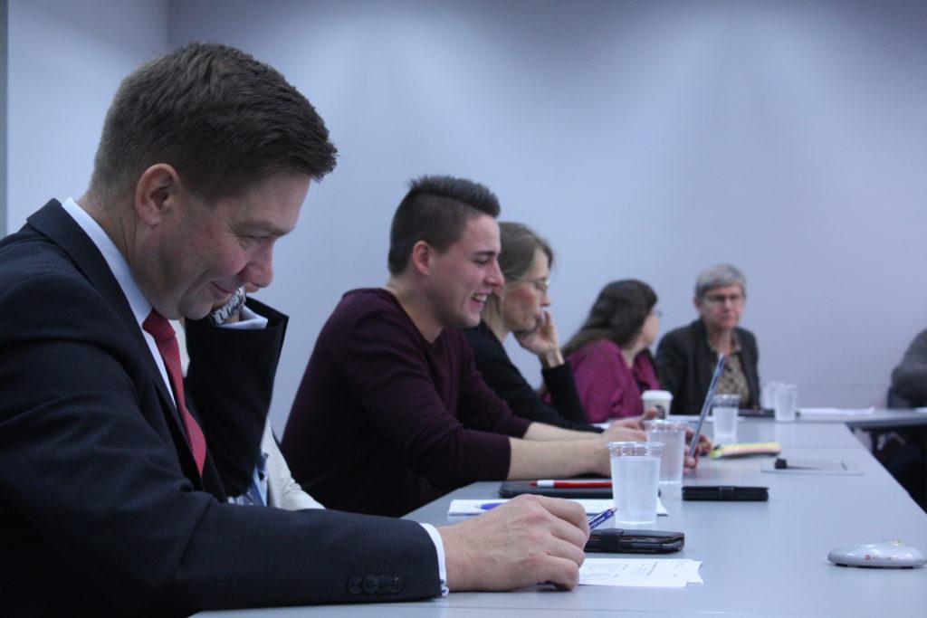 Svenska delegationens ordförande riksdagsledamot Thomas Blomqvist (SFP) under delegationsmötet på onsdag.