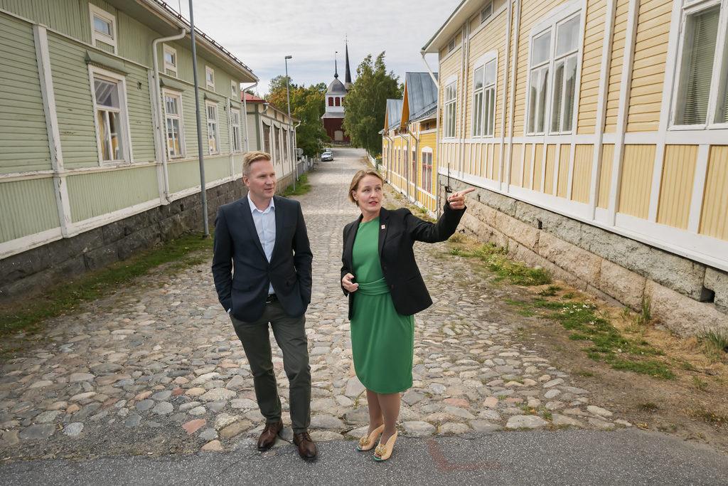 Mats Brandt är ny stadsdirektör i Nykarleby och Mila Segervall i Kristinestad.