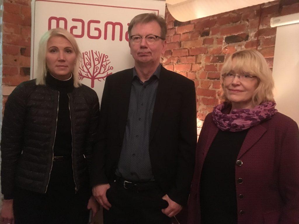 Språket är ett kvalitetskriterium när man definierar vad begreppet god vård innebär, säger Marina Kinnunen, Björn Sundell och Pia Maria Jonsson.