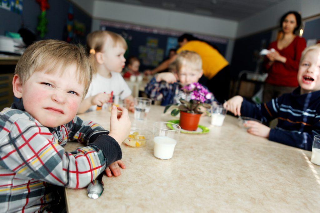 Kommunförbundets kartläggning visar på att avgiftsfriheten inte märkbart ökat deltagandet i småbarnspedagogiken.