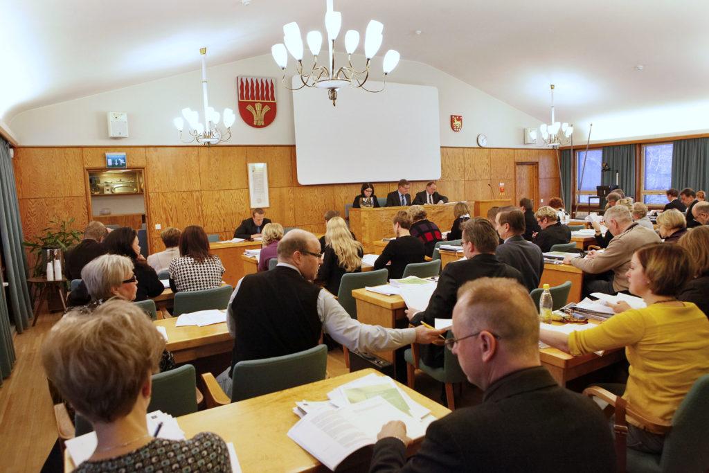 Kommundirektörernas förhoppningar och tro på regeringsproogrammet går inte ihop. Bilden är från Riihimäki fullmäktige.