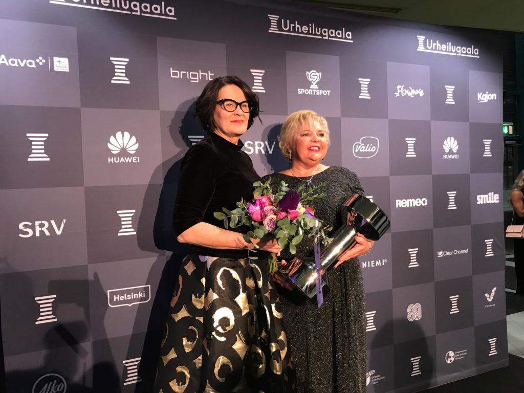Uleåborgs stadsdirektör Päivi Laajala (t.v.) och motionsdirektör Niina Epäilys. Bild: Riina Siirtola.