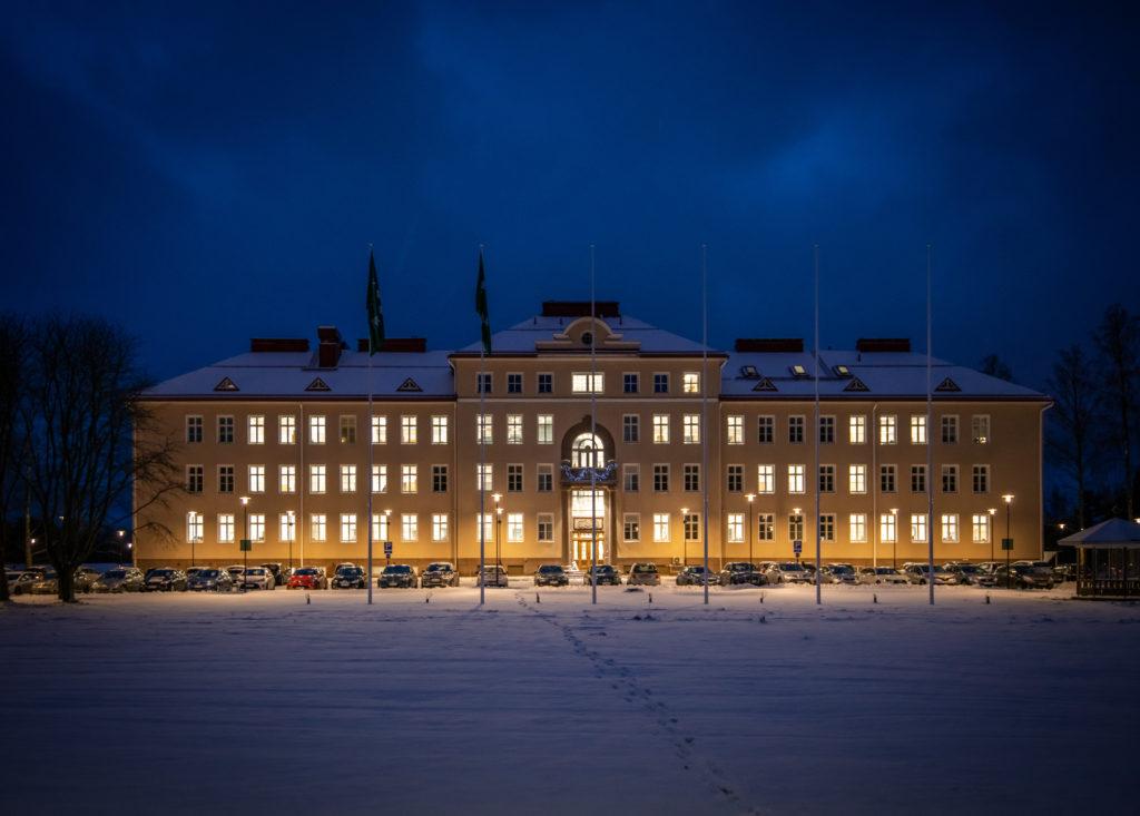 Staden Raseborgs nya stadshus togs i bruk vid årsskiftet. Det gamla psykiatriska sjukhuset byggdes 1932. Foto: Johan Ljungqvist.