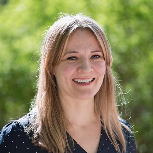 Johanna Lindholm sköter om social- och hälsovårdsfrågor på Folktinget.