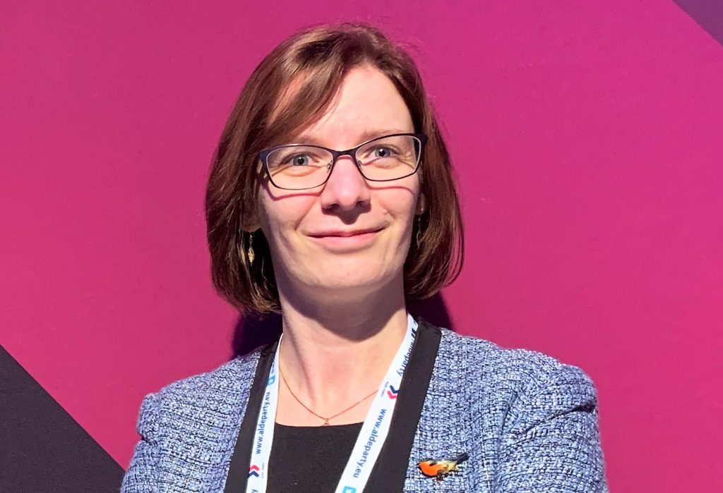 På internationella kvinnodagen går mina tankar särskilt till de kvinnor som kämpar för jämställdhet på en internationell arena, säger Mikaela Björklund, fullmäktigeordförande i Närpes.