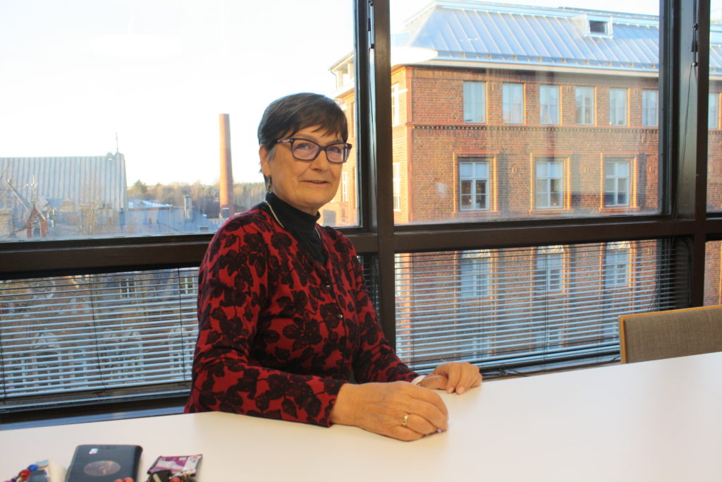 Kirsi Mononen har jobbat som jurist på Kommunförbundet av och till under hela sin karriär. Vid årsskiftet lämnade hon över arbetet med social- och hälsovårdsreformen till Juha Myllymäki.