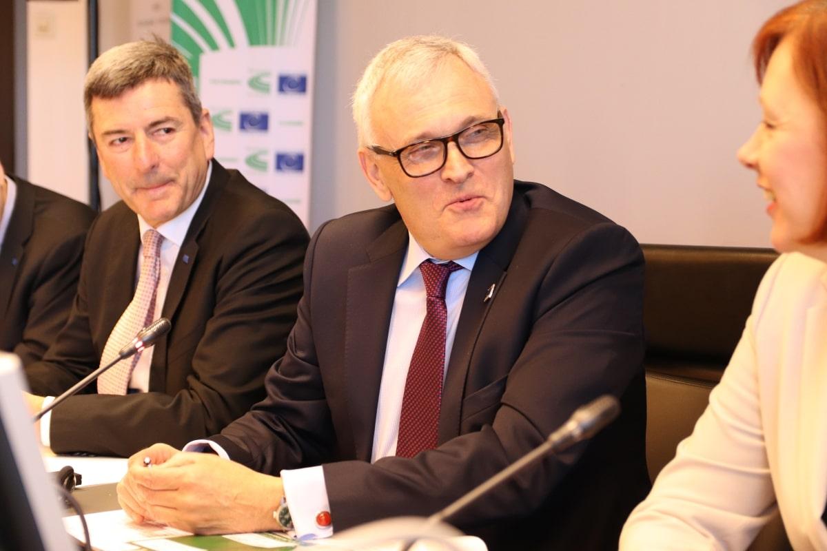 Kongressens ordförande, svensken Anders Knape ledde mötet i Helsingfors.