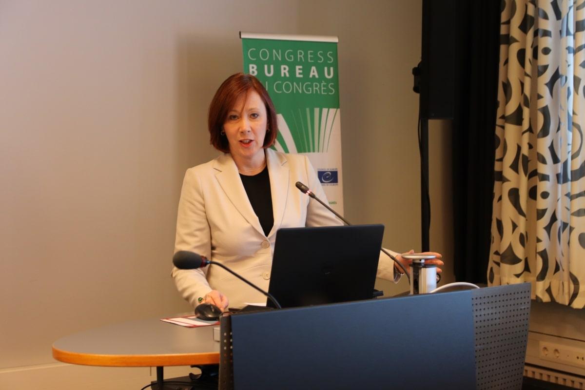Kommunförbundets styrelseordförande Sirpa Paatero önskade mötesdeltagarna välkomna till Helsingfors.