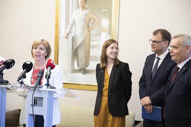Nu börjar regeringsförhandlingarna. Från vänster Anna-Maj Henriksson (SFP) Li Andersson (VF),  Juha Sipilä (C) och Antti Rinne (SDP). De grönas Pekka Haavisto saknas på biden.