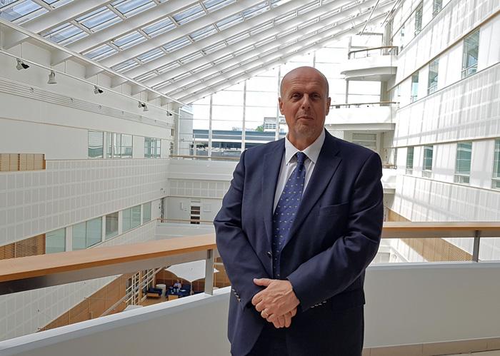 Göran Honga presenterade sig för ÅUCS styrelse. Foto: Esa Halsinaho