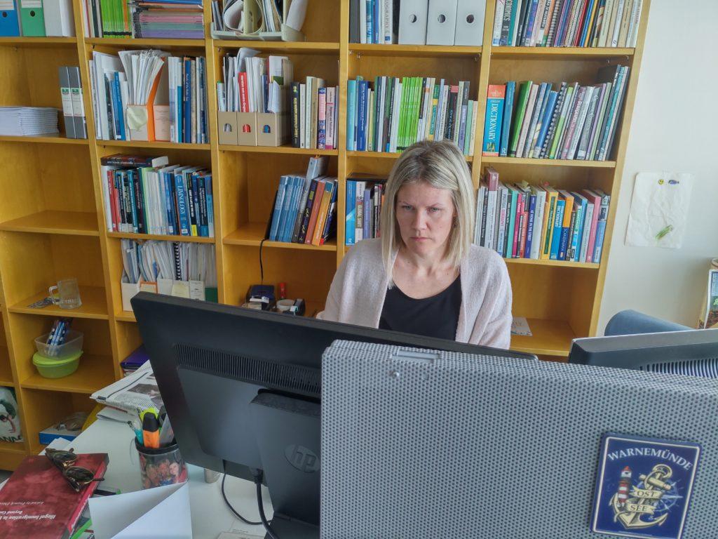 Universitetslärare Katri Gadd säger att det finns åtminstone 4 000 papperslösa i Finland, men också ett stort mörkertal. Foto: Dan Lolax