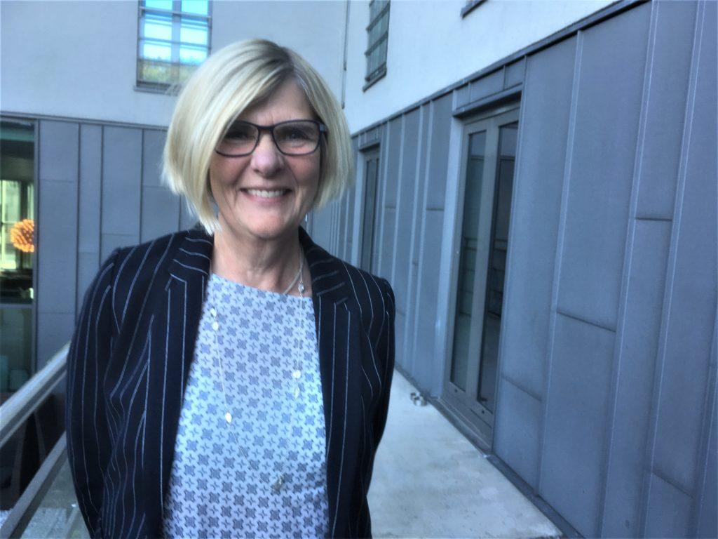 Anna-Lena Pogulis deltar i det svenska programmet på Kommunmarknaden där hon berättar om hur SKL arbetar för att bekämpa hatet mot förtroendevalda.