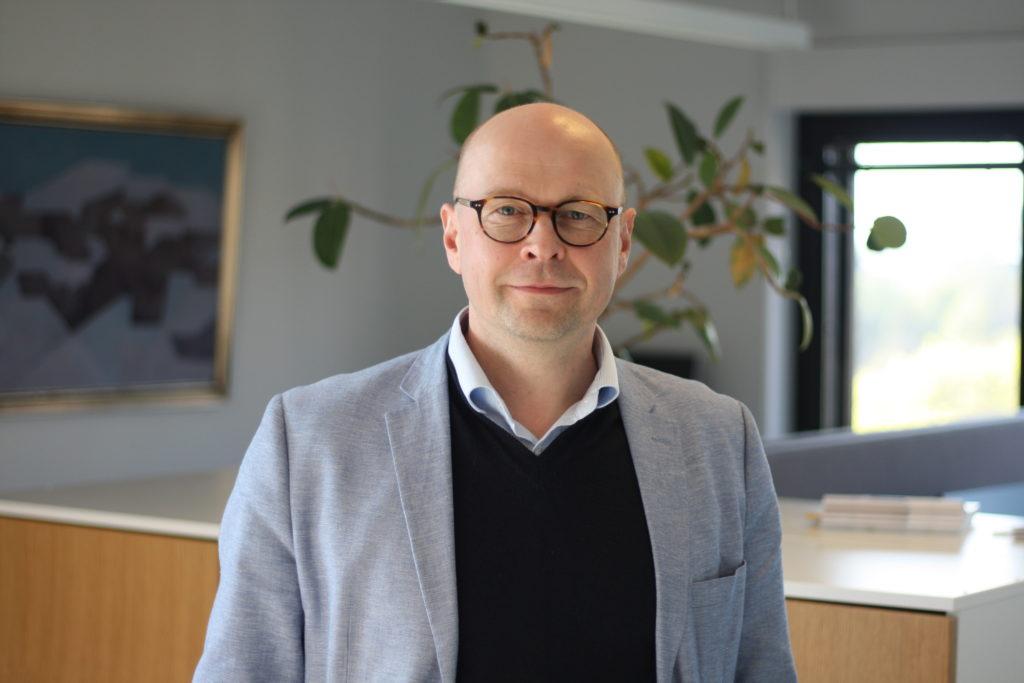 Juha Myllymäki tillträder sitt nya uppdrag som direktör för Kommunförbundets juridiska enhet i höst.
