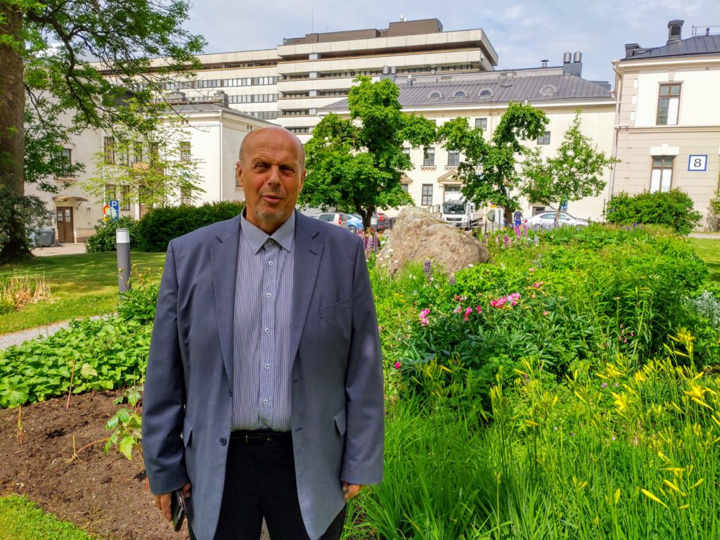 Göran Honga gick från att utreda kommunfusion i Österbotten till att leda Egentliga Finlands sjukvårdsdistrikt. Foto: Dan Lolax