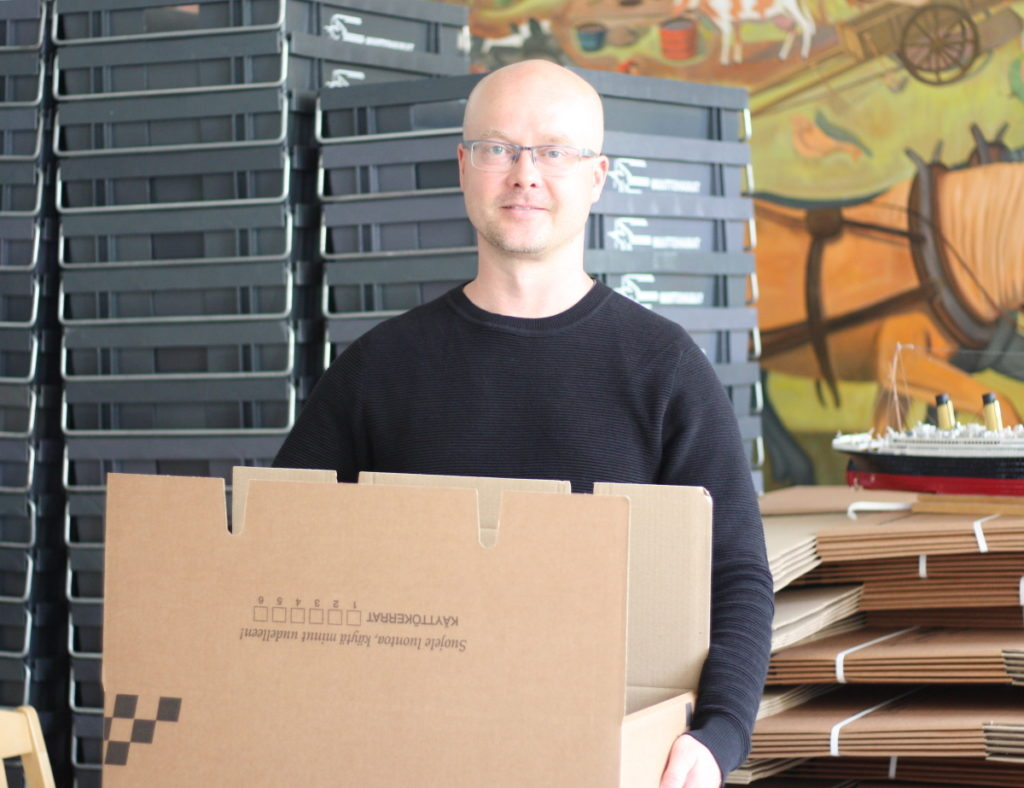 Migrationsinstitutets direktör Tuomas Martikainen förbereder institutets flytt i Åbo. Urbaniseringen har följder som ibland är svårspådda, men det är en ständig process, säger han. Foto: Dan Lolax