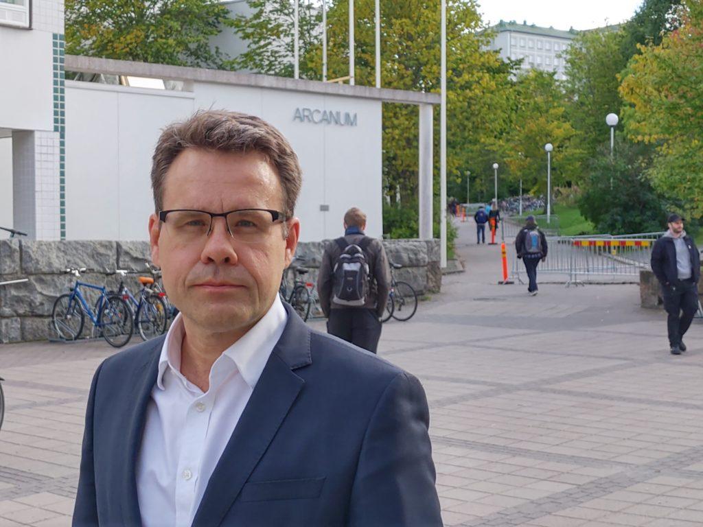 Juha Lavapuro är professor i offentlig rätt vid Åbo universitet. Foto: Dan Lolax