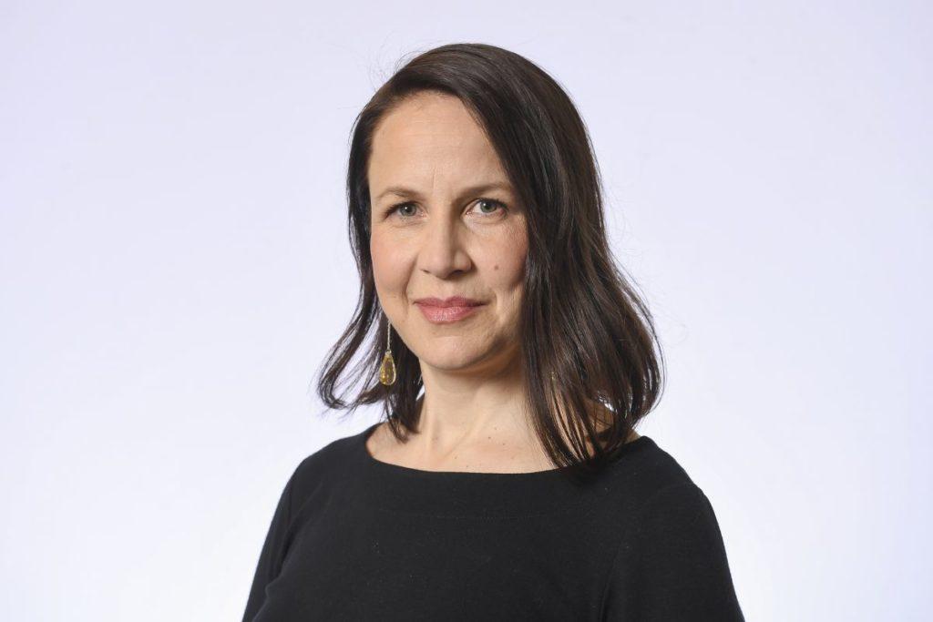 Veronika Honkasalo säger att borgmästarledningen inte grälar sinsemellan utan att det är Jan Vapaavuori som är ilsken. Foto: Riksdagens bildbank