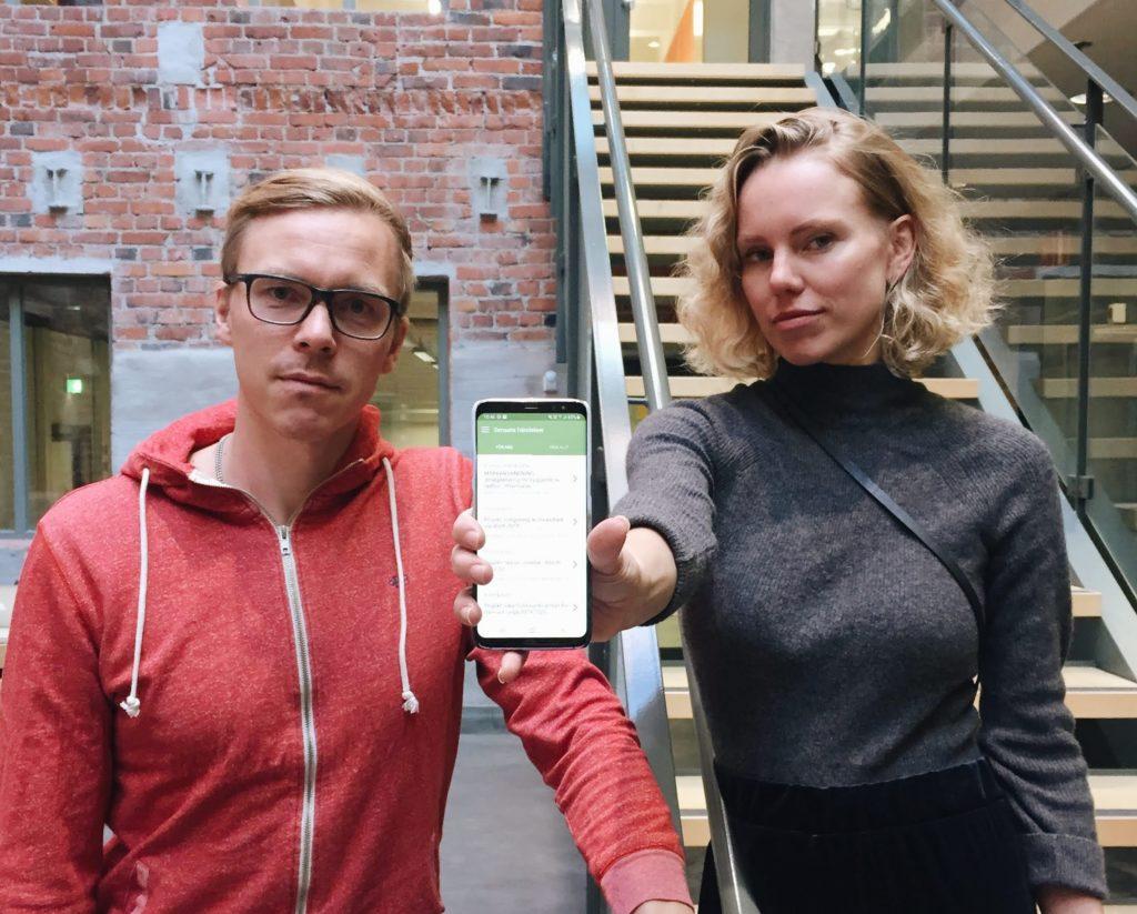 Forskarna Janne Berg och Jenny Lindholm har tagit fram applikationen Pocket Democracy. Foto: Johanna Holm