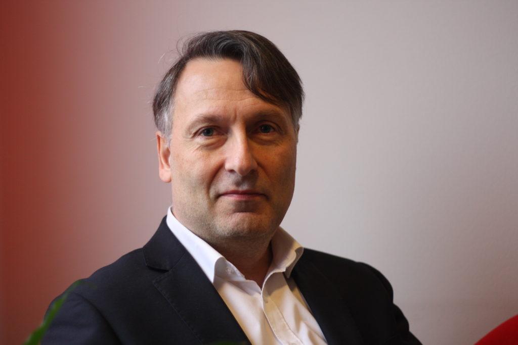 Stefan Wentjärvi säger att vårdbranschen är som flygbranschen. Kvalitet och säkerhet måste komma först. Foto: Dan Lolax